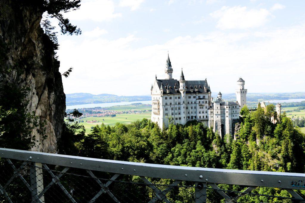 Blick auf das Schloss Neuschwanstein von der Marienbrücke aus