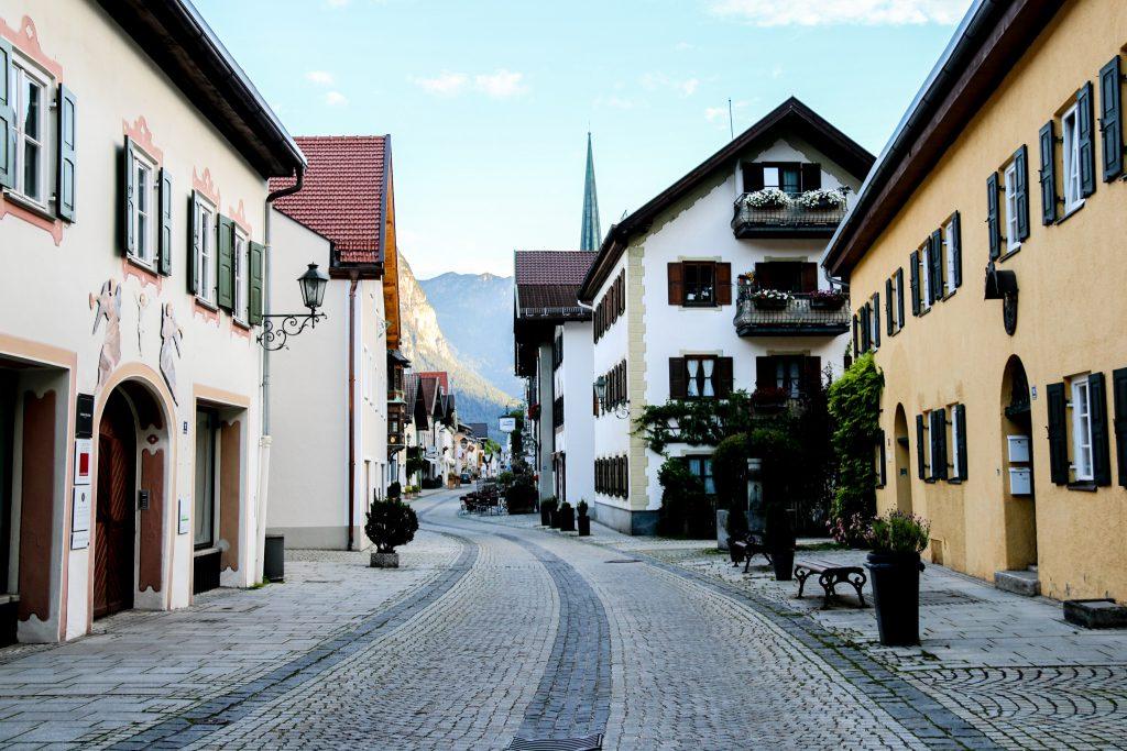 Fußgängerzone durch Garmisch Partenkirchen
