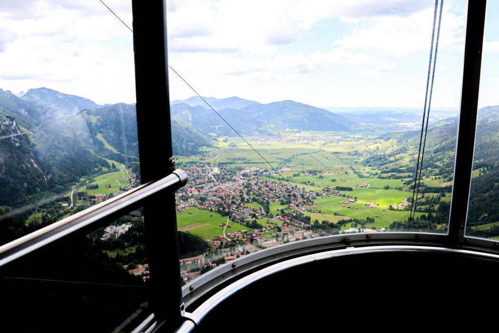 Mit der Laberbahn auf die Berge Oberammergaus - Ausblick aus der Gondel